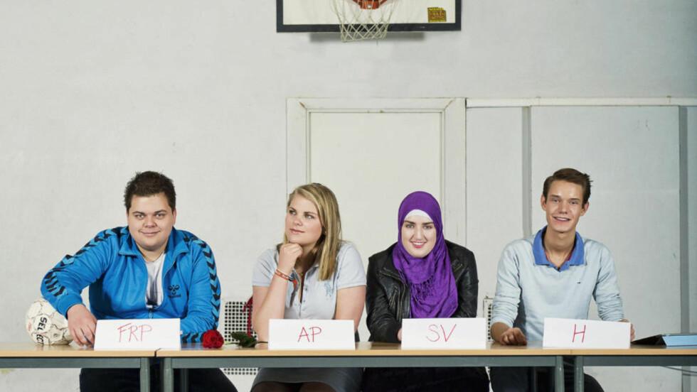 DEMOKRATI: Filmskaper Kari Anne Moe har fulgt fire norske ungdomspolitikere gjennom sommeren 2011. Fra venstre Henrik, Johanne, Sana og Håkon. Foto: Sant&Usant