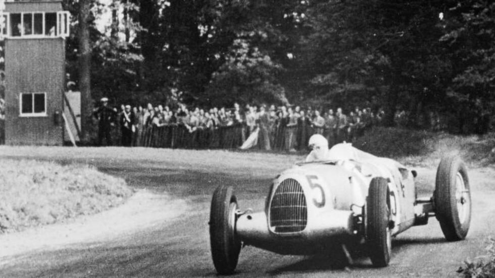 TYPE C: Bernd Rosemeyer i  en Auto Union Type C på Donnington Park i 1937.