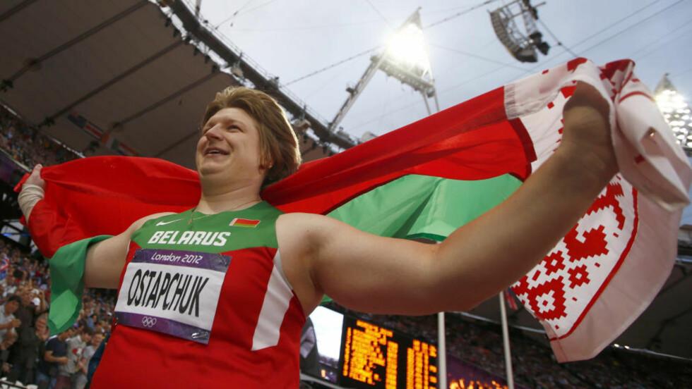 DOPINGTATT:  Nadzeja Ostaptsjuk vant kulefinalen i suveren stil etter å ha notert seg for finalens fire lengste kast. Nå er hun imidlertid tatt i doping og er allerede fratatt gullmedaljen. Foto: Kai Pfaffenbach / REUTERS / NTB Scanpix