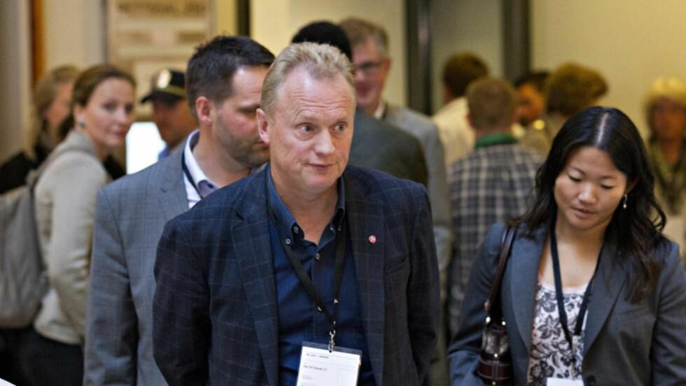 FIKK TRUSLER: Ap-sekretær Raymond Johansen og kommunikasjonssjef i Ap, Pia Gulbrandsen, var blant dem som fikk trusselbrev natt til i går. Brevet ble oversendt PST, som bekrefter at de har startet etterforskning. Foto: Torbjørn Berg / Dagbladet