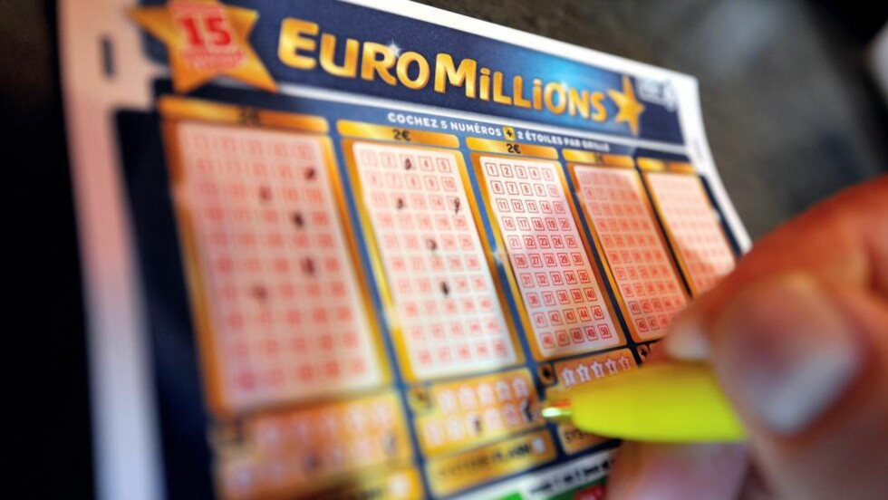 STORVINST: I går vant et britisk ektepar svimlende 1,4 milliarder kroner i EuroMillions-lotteriet. Foto: AFP/PHILIPPE HUGUEN/NTB Scanpix