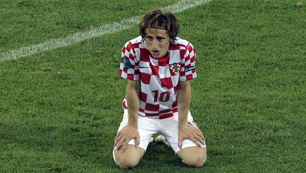 ENDELIG TIL REAL? Luka Modric har trent alene siden han og Krotaia takket for seg i EM i sommer. Foto: Scanpix / AP/ Gero Breloer