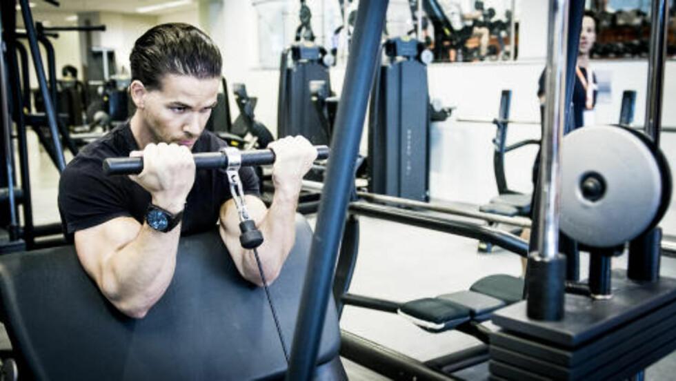 DAG 1: Scottcurl med kabelapparat er den bicepsøvelsen Cornelis syntes er best. Foto: John Terje Pedersen