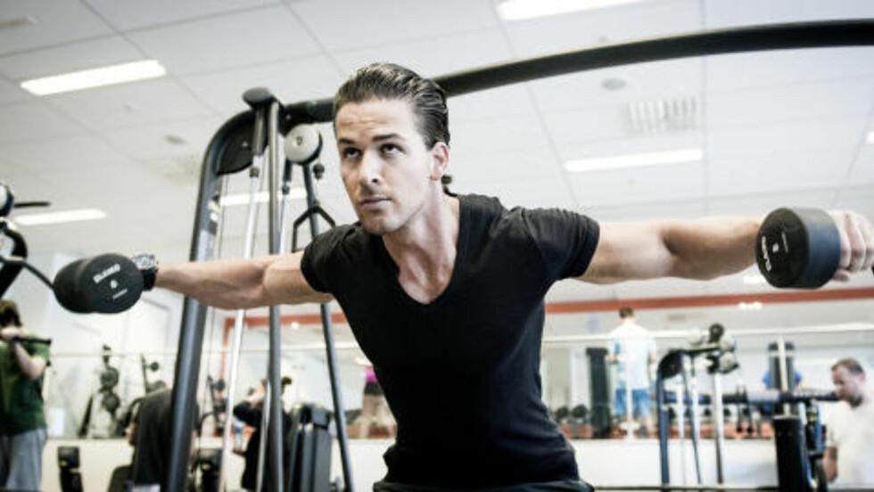DAG 2: Foroverbøyd sidehev trener skuldre, med fokus på baksiden av skuldrene. Foto: John Terje Pedersen
