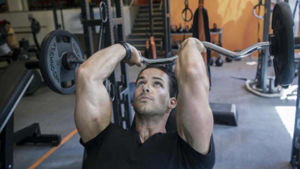 DAG 4: Franskpress trener triceps, og er Cornelis sin favoritt for denne muskelgruppen. Foto: John Terje Pedersen