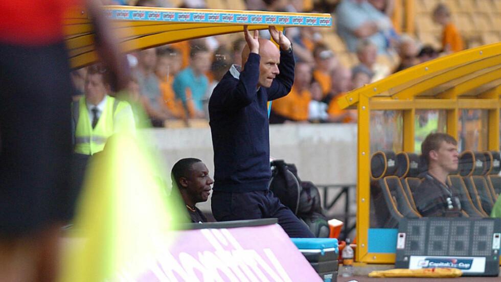 FOKUSERT: Ståle Solbakken tar over et Wolverhampton som bare har vunnet en kamp på 25 forsøk. Her følger Ståle Solbakken med i ligacupkampen mot Aldershot. Wolves gikk videre etter straffesparkkonkurranse. Foto: Express & Star