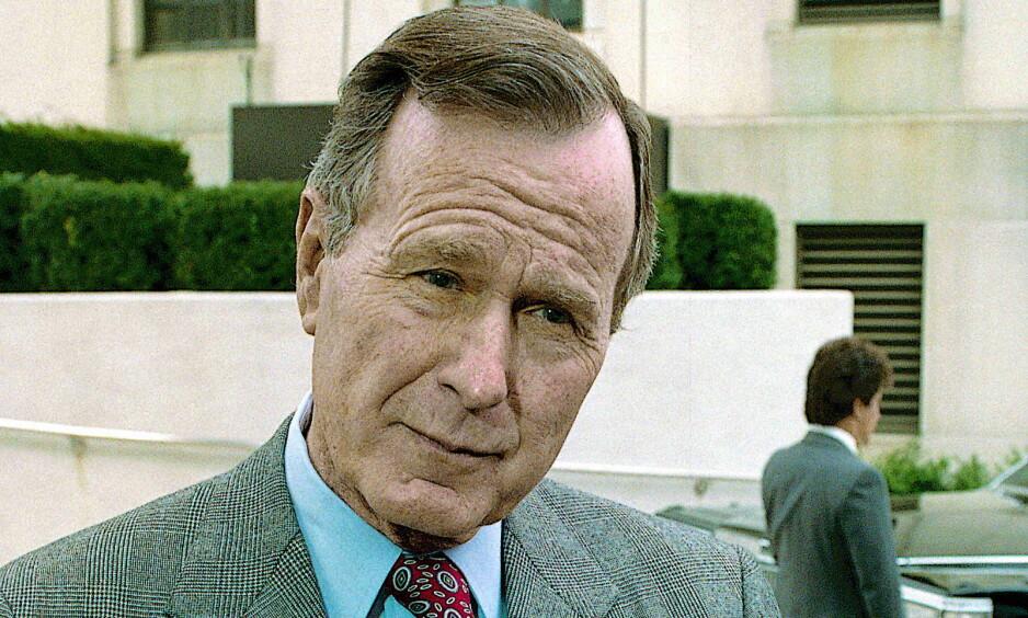MOT TRUMP - FOR HILLARY: George H. W. Bush, USAs 41. president, skal angivelig ha bestemt seg for å ikke stemme Trump. Credit: Mark Reinstein.