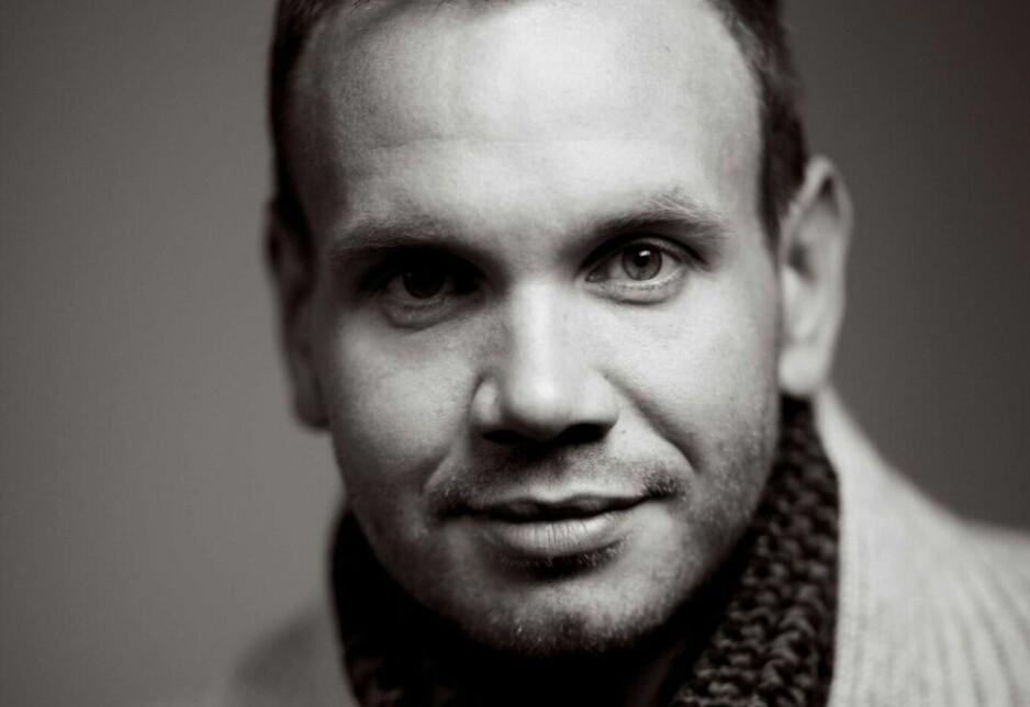 HAR SKREVET OM SORG: Forfatter Kristian Fjellanger opplevde å miste både mora og faren i løpet av kort tid. Foto:Andreas Øverland