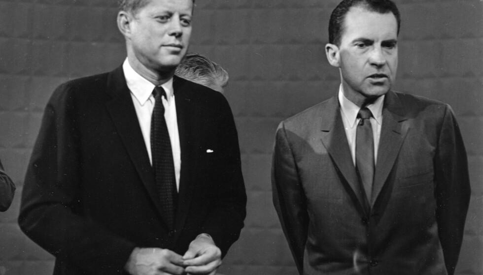 MYTER OG FAKTA: Hvor mye avgjorde denne tv-debatten presidentvalget i 1960? John F. Kennedy møtte visepresident Richard M. Nixon før den første av fire tv-sendte debatter, 26. september 1960. Foto: NTB SCANPIX