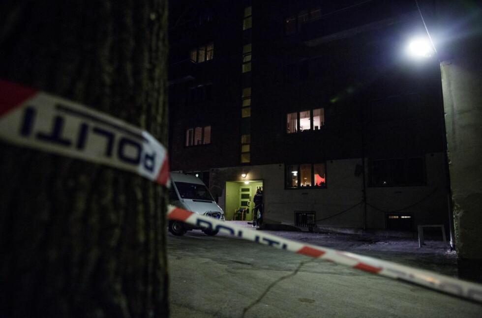 ETTERFORSKNING: Politiet drev i kveld teknisk etterforskning på åstedet i Københavngata, i bydelen Rodeløkka. Foto: THOMAS WINJE ØIJORD / NTB SCANPIX