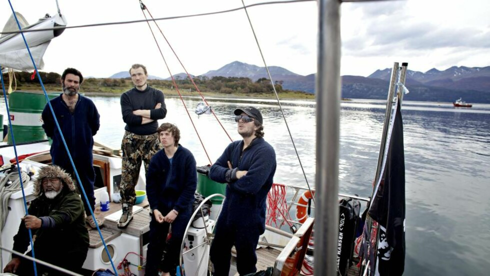 FRIGITT:  Jarle Andhøy, Samuel Massie og resten av mannskapet på Berserk, ble beordret til kai i Puerto Williams av chilensk marine. I dag er de løslatt.  Foto: Torbjørn Grønning / Dagbladet