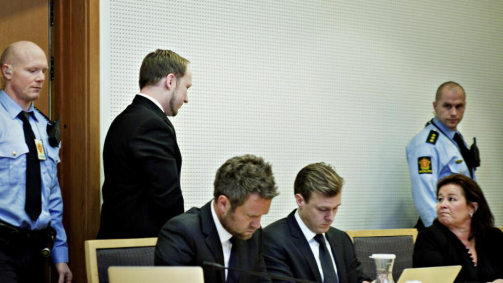 KAN BLI DØMT SOM TILREGNELIG: Anders Behring Breivik, her med hans forsvarere Odd Ivar Grøn, Tord Jordet og Vibeke Hein Bæra. Foto: Nina Hansen/Dagbladet