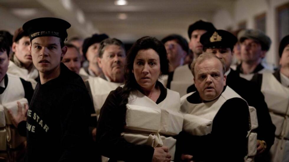 DET BESTE PARET: Forholdet mellom den optimistiske Batley (Toby Jones) og hans bitre kone Muriel (Maria Doyle Kennedy) er den dypeset av de grunne romansene i «Titanic».