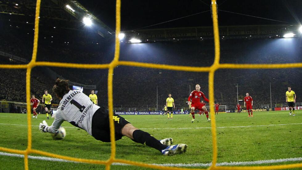 STRAFFEBOM: Bayern Münchens gullhåp fikk seg en knekk onsdag. Arjen Robben irriterte seg over et misbrukt straffespark. Foto: Reuters / Kai Pfaffenbach