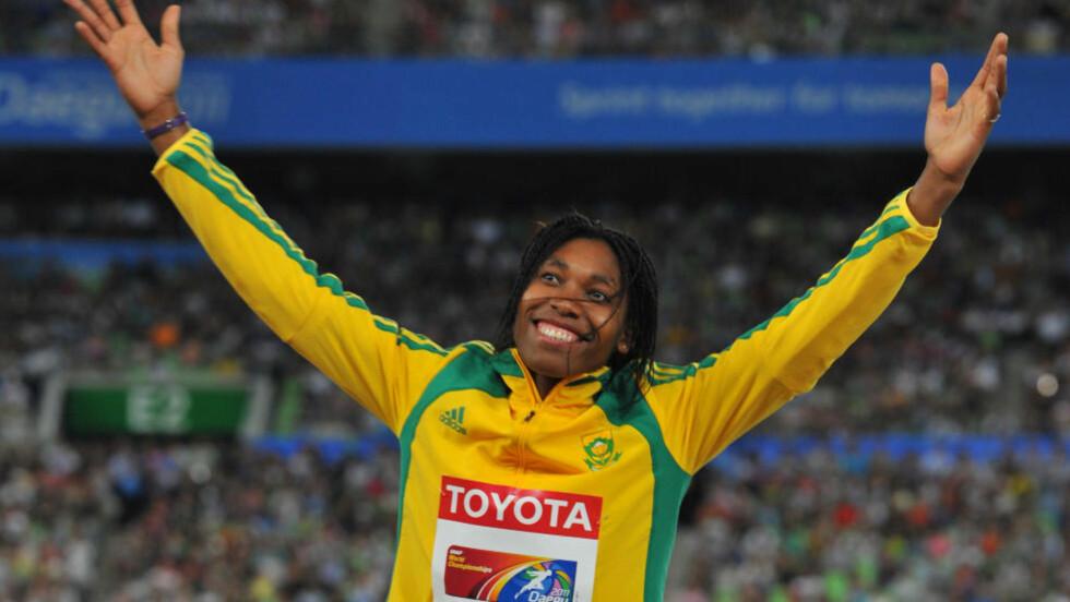 SKAL SIKRE OL-BILLETT: Den kontroversielle friidrettsutøveren Caster Semenya satser på å sikre seg OL-billett i helgen. Semenya stiller på 800-meteren i det sørafrikanske mesterskapet i Port Elizabeth. Der er målet å løpe på under 2 minutter og bli klar for OL i London. Foto: AFP Photo / Kim Jae-Hwan / NTB Scanpix