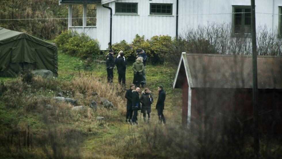 BESØKTE GÅRDEN: I oktober i fjor var Breiviks fire forsvarere Geir Lippestad, Vibeke Hein Bæra, Tord Jordet og Odd Ivar Grøn på befaring på Vålstua gård. Her lagde Breivik terrorbomben. Foto: Jacques Hvistendahl / Dagbladet