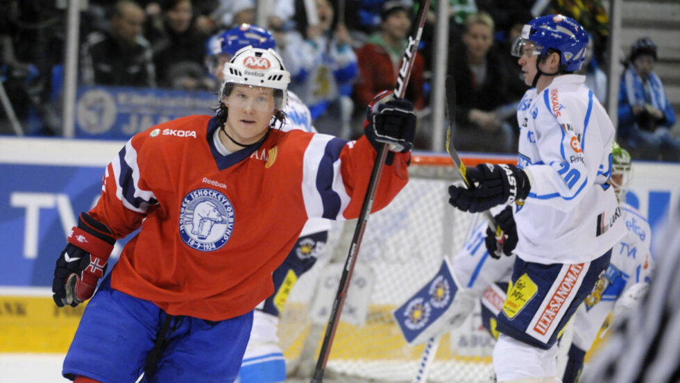 SCORET FØRST: Alexander Bonsaksen ga Norge ledelsen borte mot Finland, men finnene vant til slutt 3-1 i Rovaniemi. Foto: Martti Kainulainen, AFP/NTB Scanpix