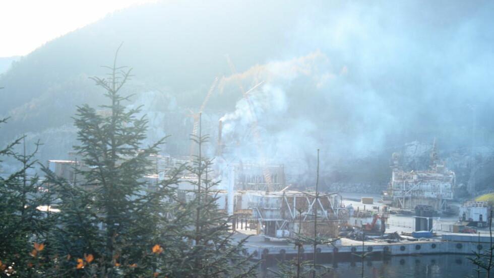 GIFTUTSLIPP: Selskapet AF Decom hogger opp gamle oljeplatformer på Raunes i Vindafjord ved Haugesund.  Foto: Privat