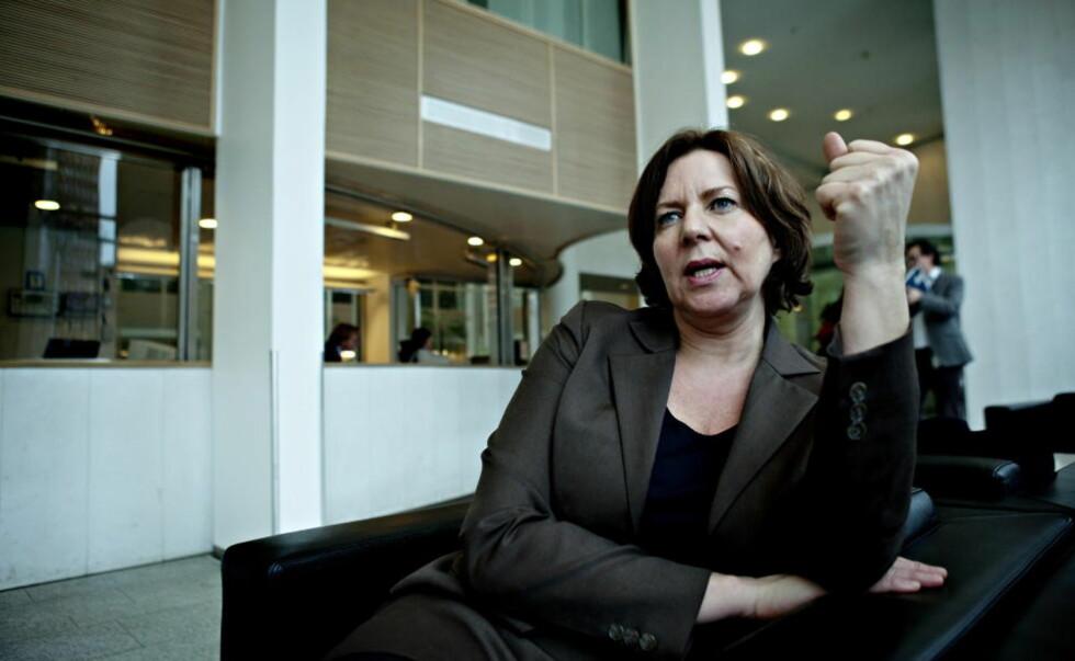 OPPRØRT: Arbeidsminister Hanne Bjurstrøm ønsker å få orden på arbeidesforholdene blant ansatte i hotell-, renhold- og restaurant-bransjen. Foto: Nina Hansen / Dagbladet