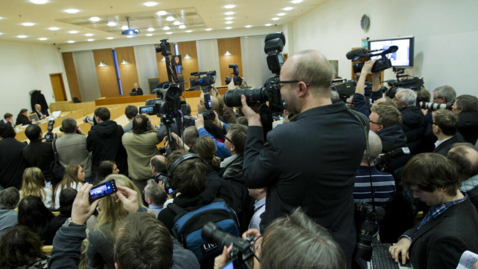 PRESSEN I ARBEID: Nesten 1500 journalister er akkreditert for å følge rettssaken mot terrorsiktede Anders Behring Breivik.  Her fra et tidligere fengslingsmøte av Breivik. Foto: Berit Roald / Scanpix