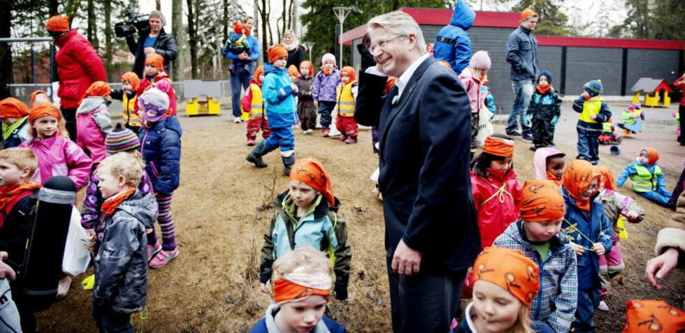 FORNEM PARKDRESS: Oslos ordfører Fabian Stang sier han liker å møte bysbarna sine. Her åpner han årets «Rusken», ryddeaksjon, med barna i Nordberg barnehage på onsdag.  Foto : Thomas Haugersveen / Dagbladet