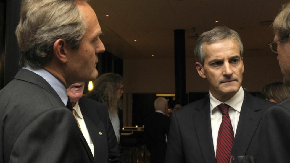VENNER: Felix Tschudi (til venstre) og Jonas Gahr Støre (til høyre) er venner, men ikke fortrolige. Det skriver sistnevnte i sin redegjørelse til Stortinget. (Foto: Bente Bjercke)