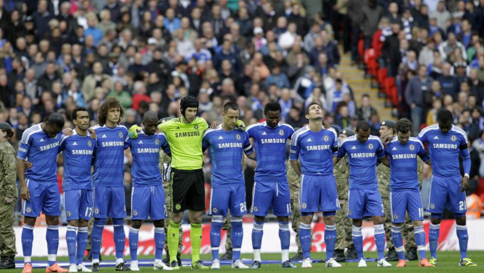 MARKERING: Chelsea-spillerne under markeringen før kampen mot Tottenham i FA-cupen. Foto: AP Photo/Sang Tan