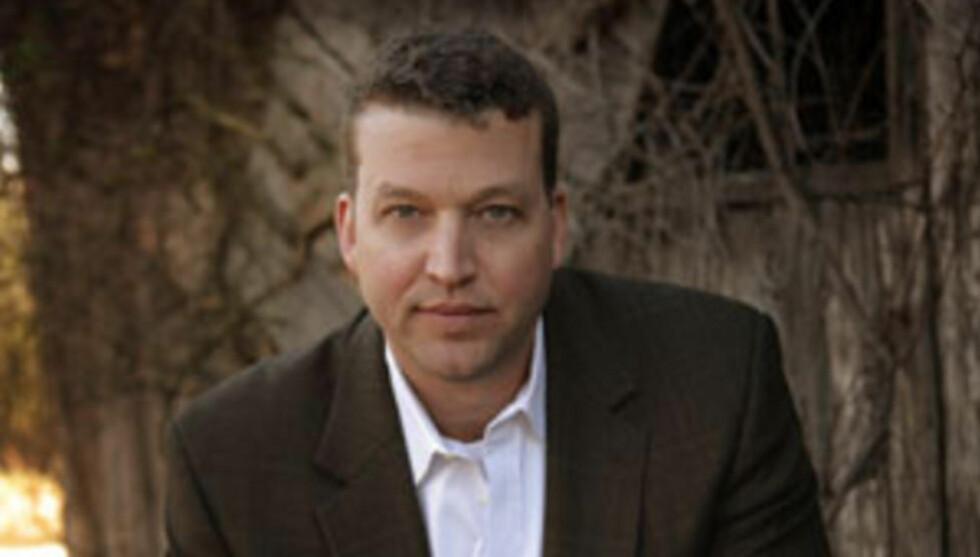 ET NAVN Å MERKE SEG:  Amerikanske John Hart er et navn å merke seg for den kriminteresserte. Nå er han ute med sin tredje bok på norsk. Foto: ABIGAIL SEYMOUR