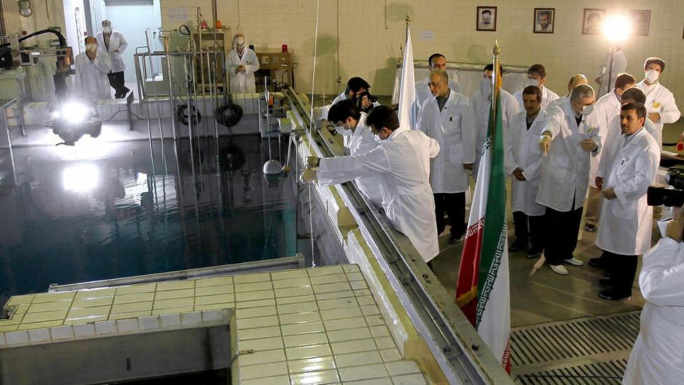 Anriker uran: Iran anriker uran på et nivå som kan brukes i fremstilling til atomvåpen. Landet kan nå gå med på å diskutere nivået som blir anriket. Foto: Iranian President's Office / AP Photo / Ntb Scanpix