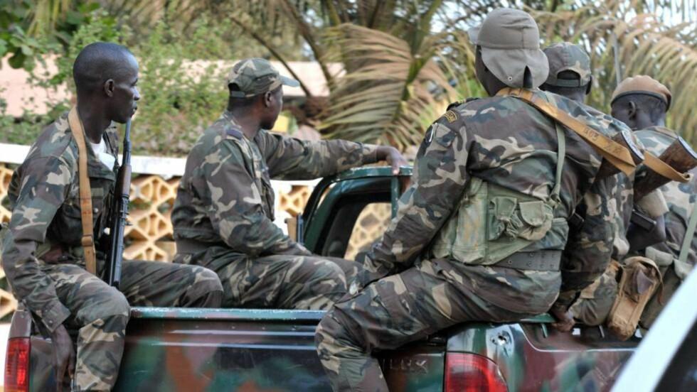 LUFTROMMET STENGT: De militære lederne som har overtatt makten i landet, har nå stengt luftrommet. Overtredelser vil bli møtt med militærmakt. Foto: SEYLLOU / AFP PHOTO/ NTB SCANPIX