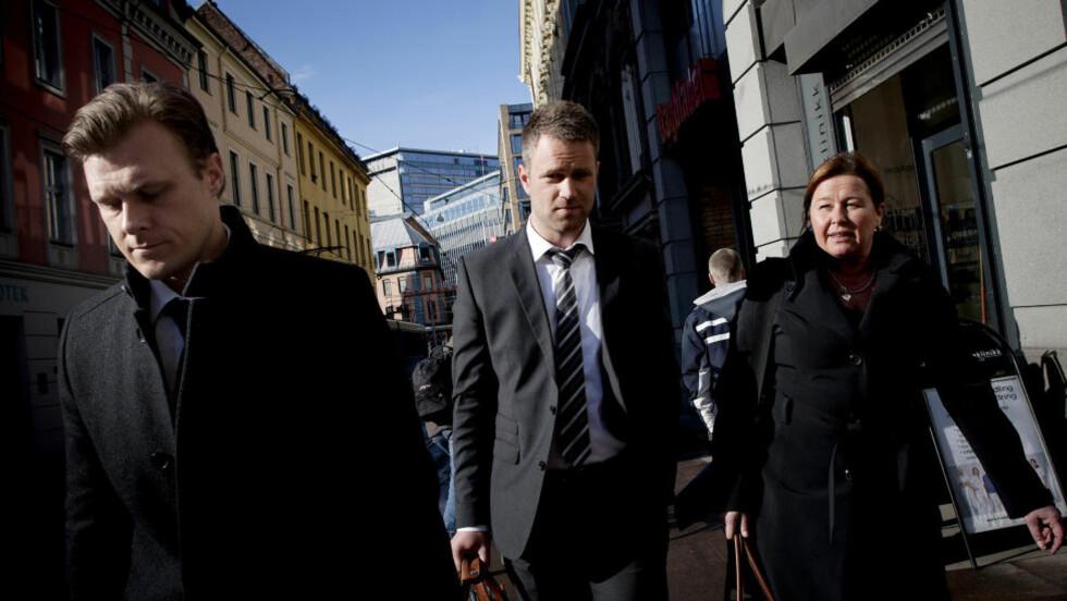 - HAR FORBILDE: Breiviks forsvarere Tord Jordet (f.v.), Odd Ivar Grøn og Vibeke Hein Bæra tror terroristen hadde en mentor - som politiet ennå ikke har klart å navngi. Foto: Tomm W. Christiansen/Dagbladet