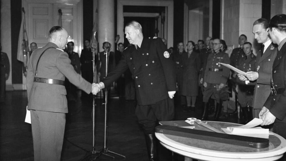 LANDSSVIKER: Nasjonalsosialist og ministerpresident Vidkun Quisling (t.h.) på Slottet under krigen. Breivik har snakket om og skrytt av Quisling i flere politiavhør. Foto: NTB / Scanpix