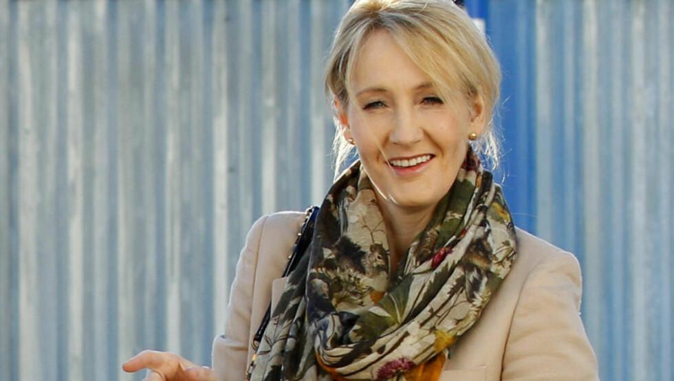 SKRIVER LEKSIKON: Harry Potter-forfatter J.K. Rowling er i gang med et nytt Harry Potter-leksikon, samtidig som hun jobber med sin første roman for voksne. Foto: SCANPIX / REUTERS/David Moir