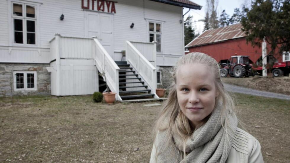 - VERRE FØRSTE DAGEN:  Nicoline Bjerge Schie (21) kom levende fra Utøya. Nå følger direkteoverføring av rettssaken i lukket sal i Drammen tingrett for overlevende og pårørende. FOTO: SVEINUNG U. YSTAD, DAGBLADET.