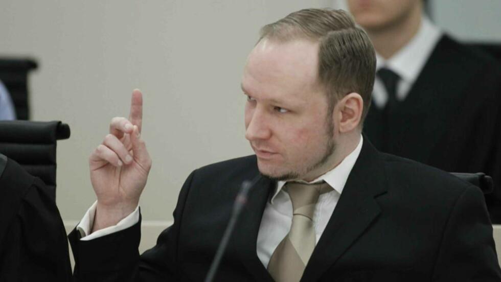 BLE AVBRUTT:  Massemorder Anders Behring Breivik svarte på spørmål fra aktorene. Foto: Bjørn Langsem / Dagbladet