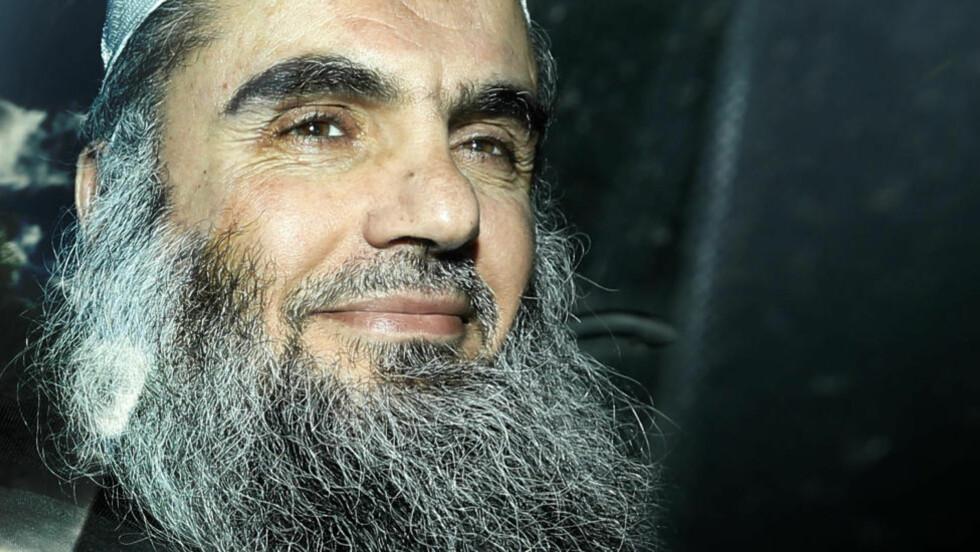 PÅGREPET: Den radikale ideologen Abu Qatada er pågrepet. Storbritania ønsker nå å utlevere han til Jordan, og mener han er en trussel mot landet. Foto: Matt Dunham / AP Photo / NTB Scanpix