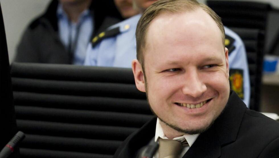 SENDER OG MOTTAR: Anders Behring Breivik har utenlandske tilhengere som sender ham støtteerklæringer per post. Foto: Heiko Junge / Scanpix