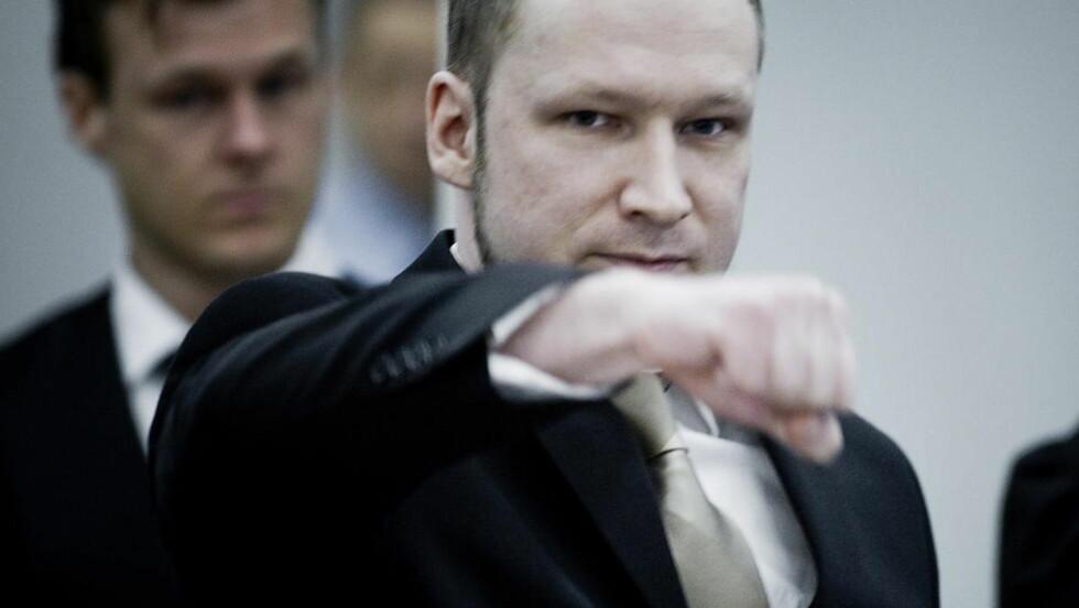 STÅR PÅ AT NETTVERKET EKSISTERER: Anders Behring Breivik sier nettverket hans eksisterer, men har justert det, da han mener han var for pompøs i starten. Foto: Bjørn Langsem/Dagbladet