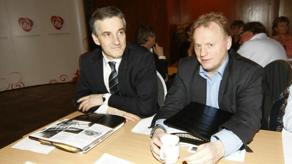 KRONPRINSER: Industri Energi-lederen mener Jonas Gahr Støre (t.v.) har fått en skrape i lakken og ser for seg at Raymond Johansen kan overta AP-tronen. Foto: Erlend Aas / Scanpix .