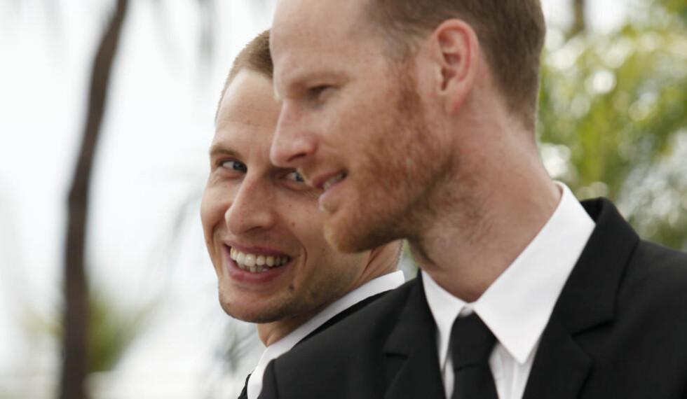"""I CANNES: Skuespiller Anders Danielsen Lie (bak) og regissør Joachim Trier har fått nok en pris for """"Oslo, 31. august"""". Her er de fotografert i Cannes i fjor, der filmen ble vist på sideprogrammet. Foto: Scanpix/AFP PHOTO / GUILLAUME BAPTISTE"""