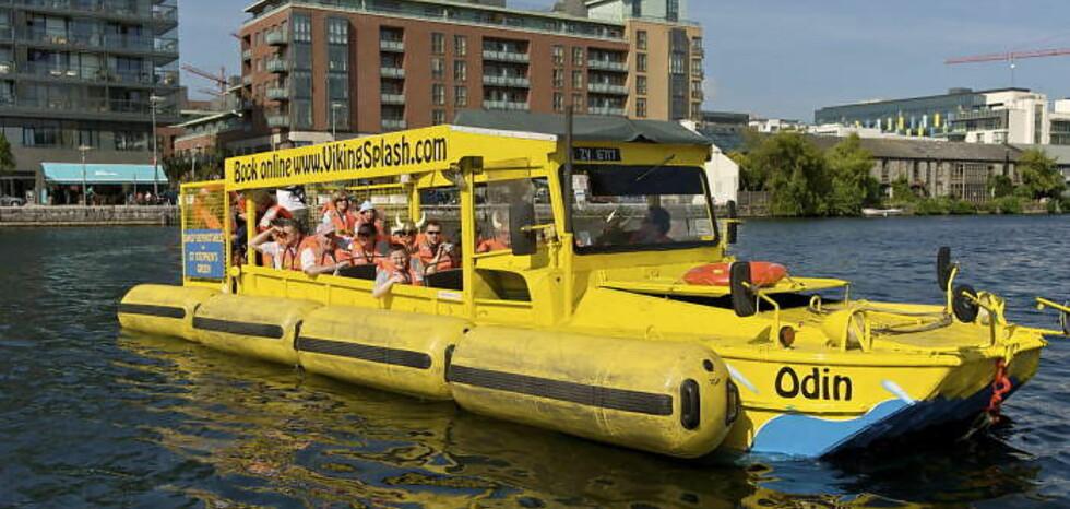 AMFIBIESUKSESS: Med sju amifibiekjøretøy fra andre verdenskrig, er Viking Splash Tours blitt en gedigen suksess i Dublin. Foto: VIKINGSPLASH.COM