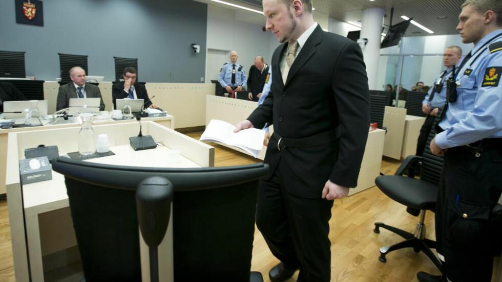 LØGN PÅ LØGN: Anders Behring Breivik serverte retten en rekke blanke løgner og grove misforståelser under den første dagen av hans forklaring. Foto: Foto: Heiko Junge / Scanpix