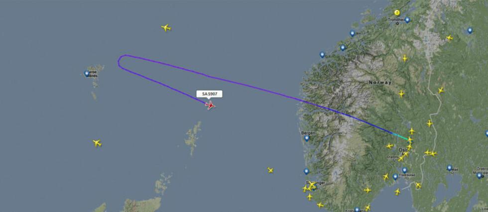 SAS-FLY I TRØBBEL: Et SAS-fly på vei til New York fra Oslo måtte i dag snu ved Færøyene på grunn av motortrøbbel. Foto: Flightradar24.com
