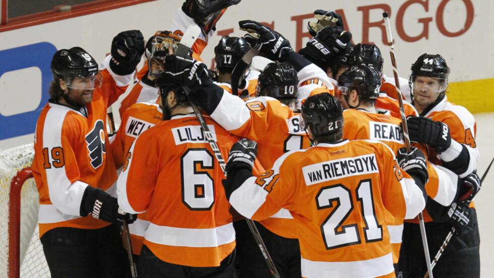 STORSEIER: Philadelphia Flyers tok seg videre i NHL-sluttspillet med 5-1-seier over delstatsrival Pittsburgh Penguins søndag. Foto: REUTERS/Tim Shaffer / NTB Scanpix