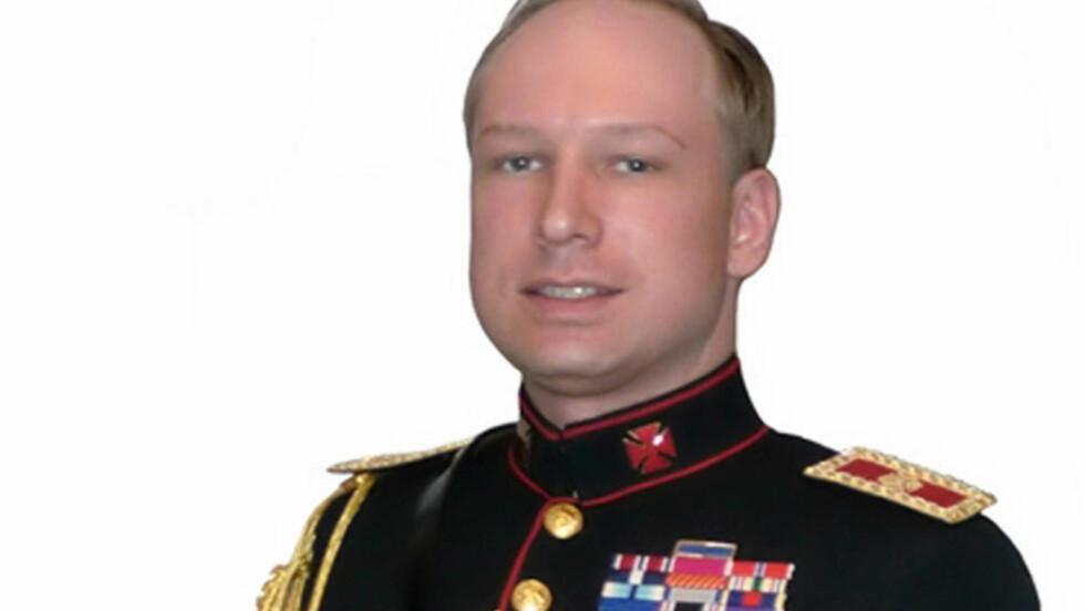 UNIFORM: Her kan man se Georgskorset på Anders Behring Breiviks krage.