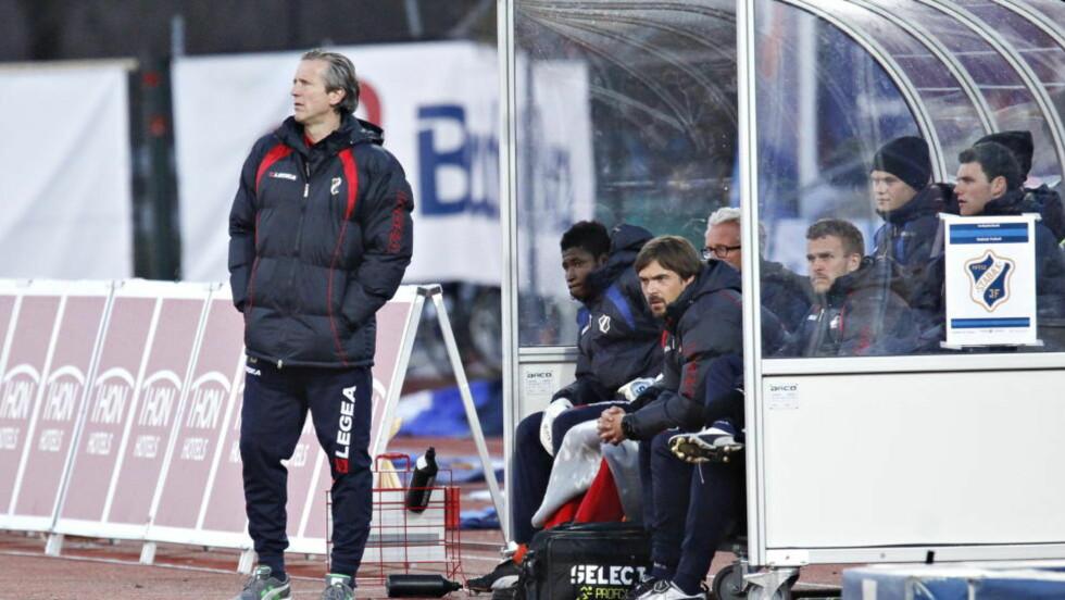 LEI FILMING: Stabæk-trener Petter Belsvik mener det er blitt for mye filming i norsk fotball. Foto: Anette Karlsen / Scanpix