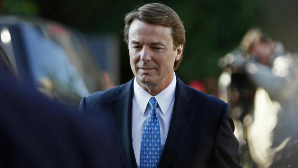 FOR RETTEN: Tidligere senator John Edwards må svare på anklager om ulovlig bruk av betydelige pengebidrag. Foto: AP Photo/Gerry Broome/Scanpix