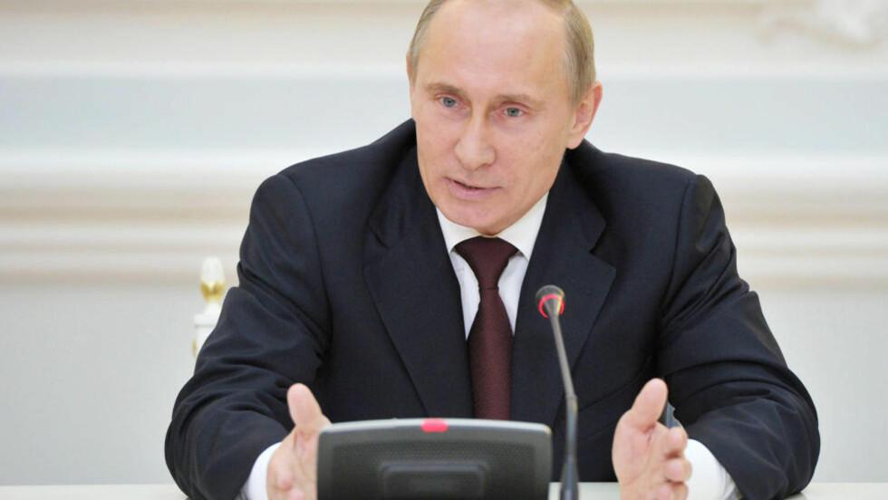 TREKKER SEG:  Vladimir Putin går av som partileder. Foto: SCANPIX/REUTERS