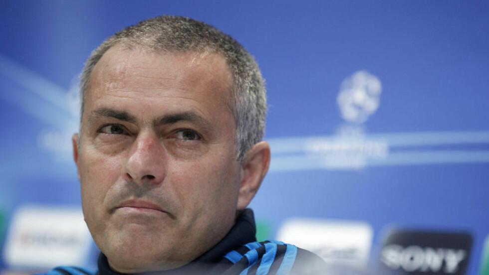 I PERFEKT FORM: Real Madrid-sjef Jose Mourinho mener laget er i perfekt form før morgendagens semifinale i Champions League mot Bayern Munchen. I kveld håper han Chelsea slår ut Barcelona. Foto: REUTERS/Andrea Comas