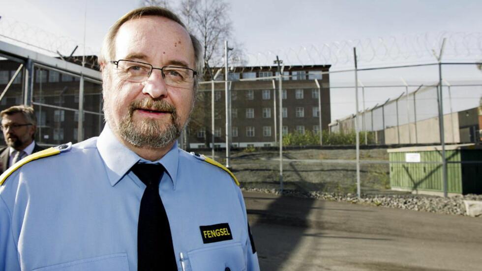 - INGEN DOKUMENTASJON: Fengselsdirektør Knut Bjarkeid sier det ikke finnes bevis for påstanden Breivik kom med i retten i dag, om at en fange ropte sakkyndig-konklusjonen til ham. Foto: Øistein Norum Monsen / DAGBLADET